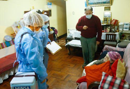 Coronavirus: ministerio de Salud refuerza su jornada de vacunación nocturna domiciliaria