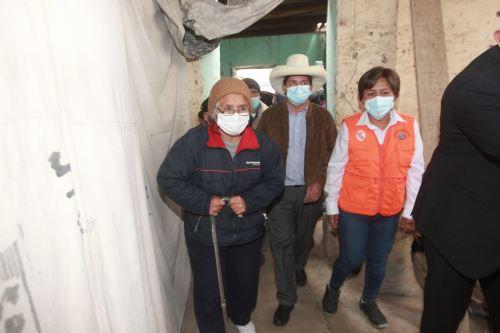Candidato presidencial Pedro Castillo visitó zona afectada por sismo en Mala
