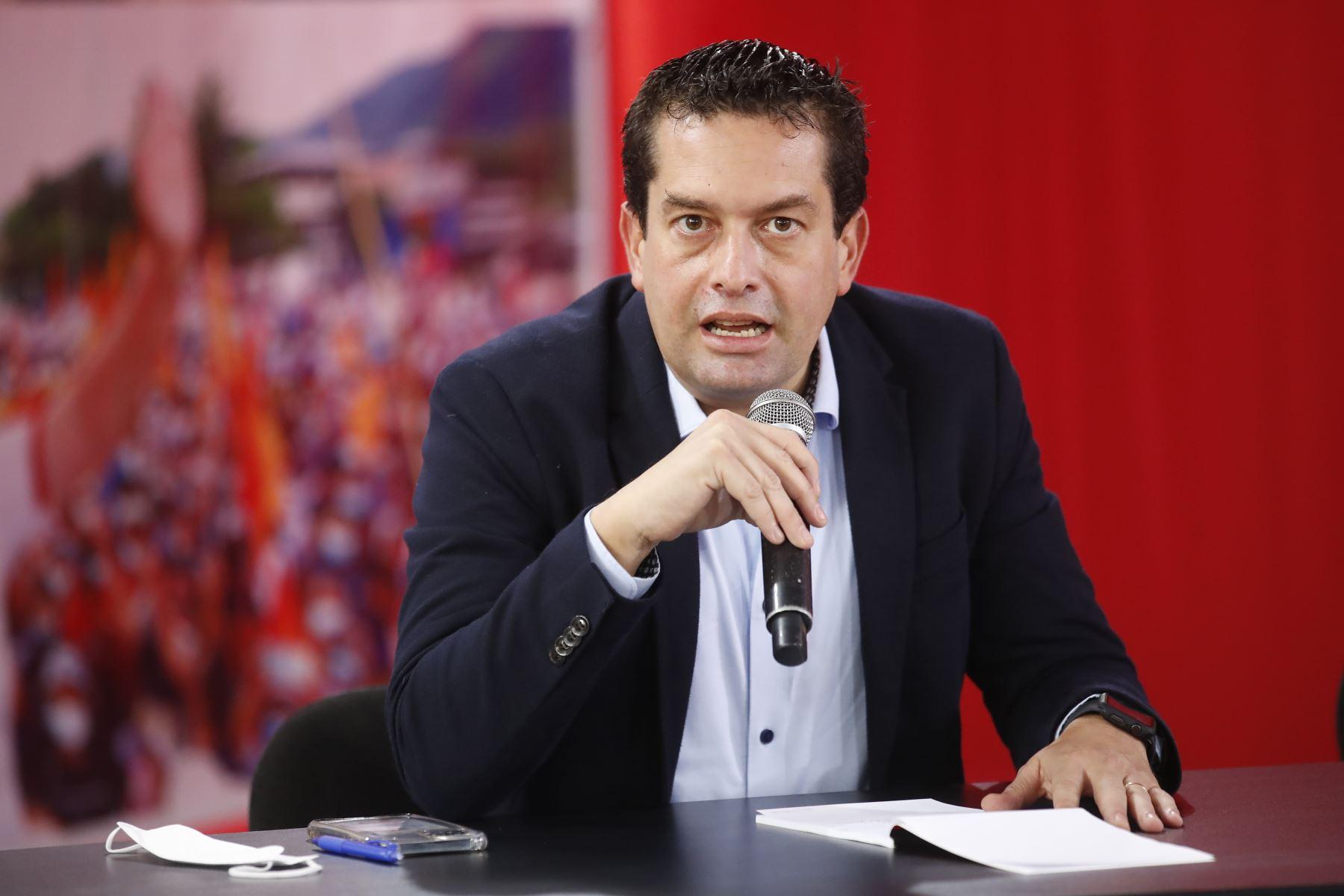 Miki Torres de Fuerza Popular en conferencia de prensa tras audiencia del JNE. Foto: ANDINA/Juan Carlos Guzmán
