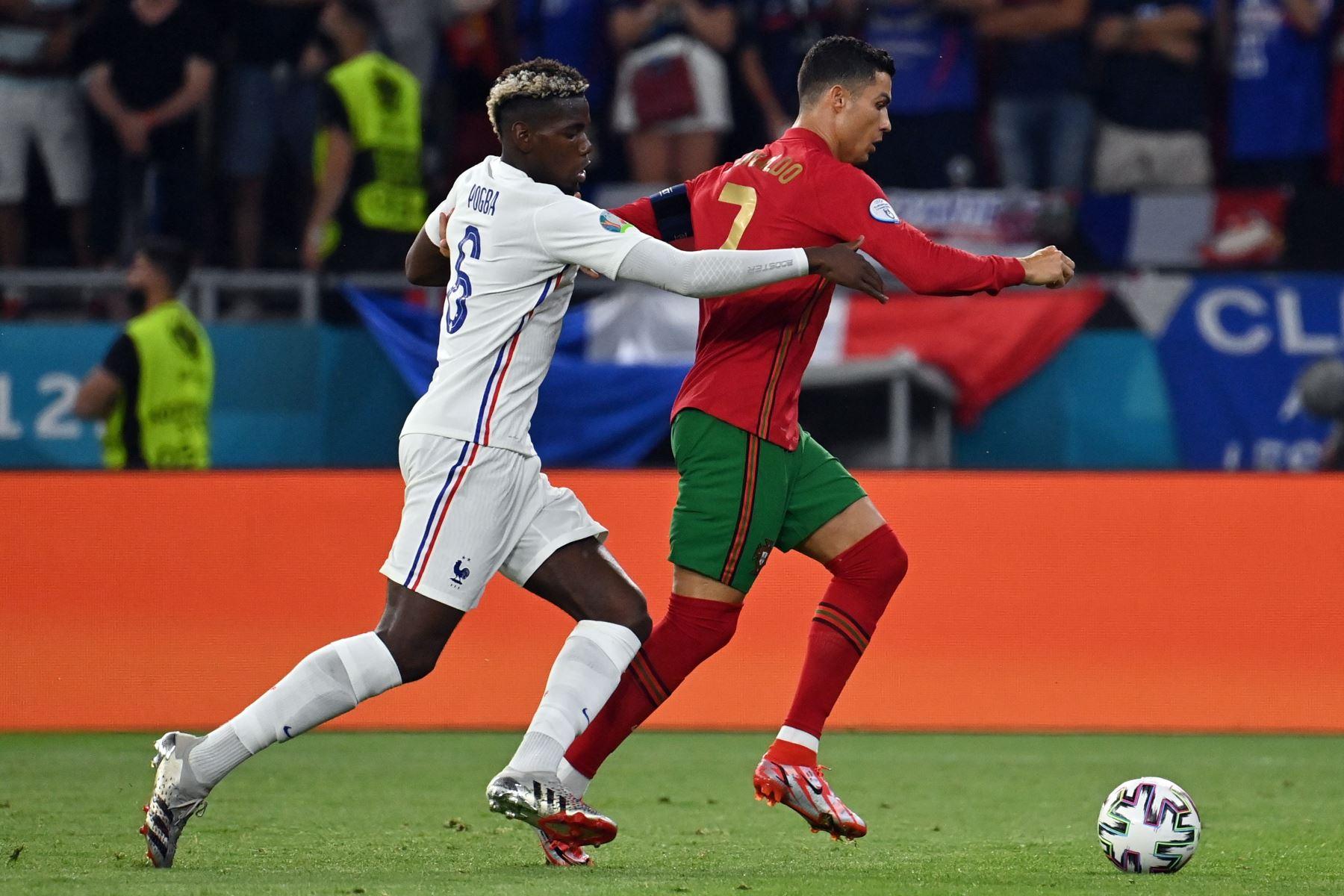 Cristiano Ronaldo de Portugal en acción contra Paul Pogba de Francia durante el partido por el grupo F de la UEFA EURO 2020, en Budapest, Hungría. Foto: EFE