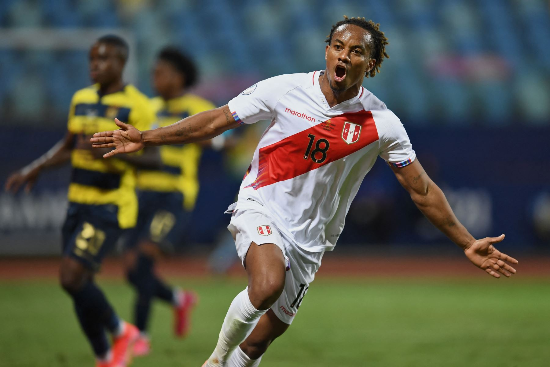 El peruano Andre Carrillo celebra tras anotar contra Ecuador durante el partido de la fase de grupos del torneo de fútbol Conmebol Copa América 2021 en el Estadio Olímpico de Goiania, Brasil. Foto: AFP