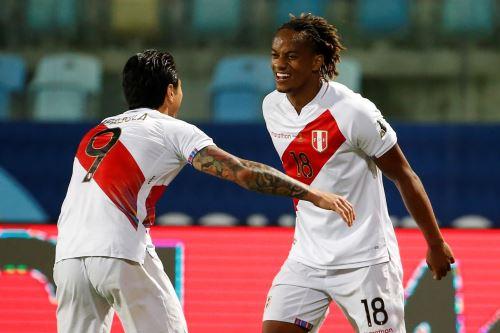 Gianluca Lapadula marcó su primer gol con la camiseta de la selección peruana. Foto: Efe.