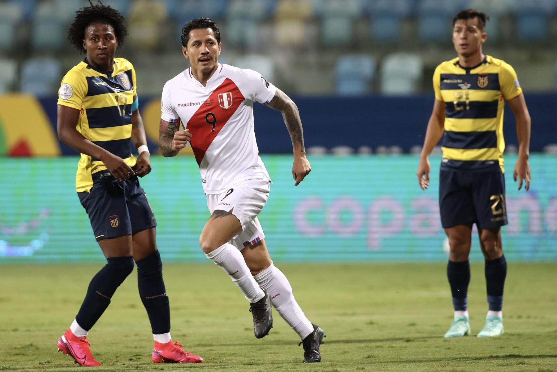 El delantero Gianluca Lapadula anotó hoy, frente a Ecuador, su primer gol con la selección peruana de fútbol. Foto: ANDINA/difusión.