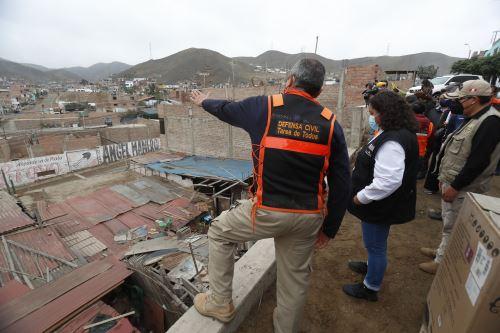 Ministra de Vivienda inspeccionó  una de las zonas más afectadas por el sismo en Mala