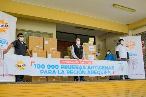 Llega un importante lote de pruebas de antígenos para detección oportuna de covid-19 en la región Arequipa.