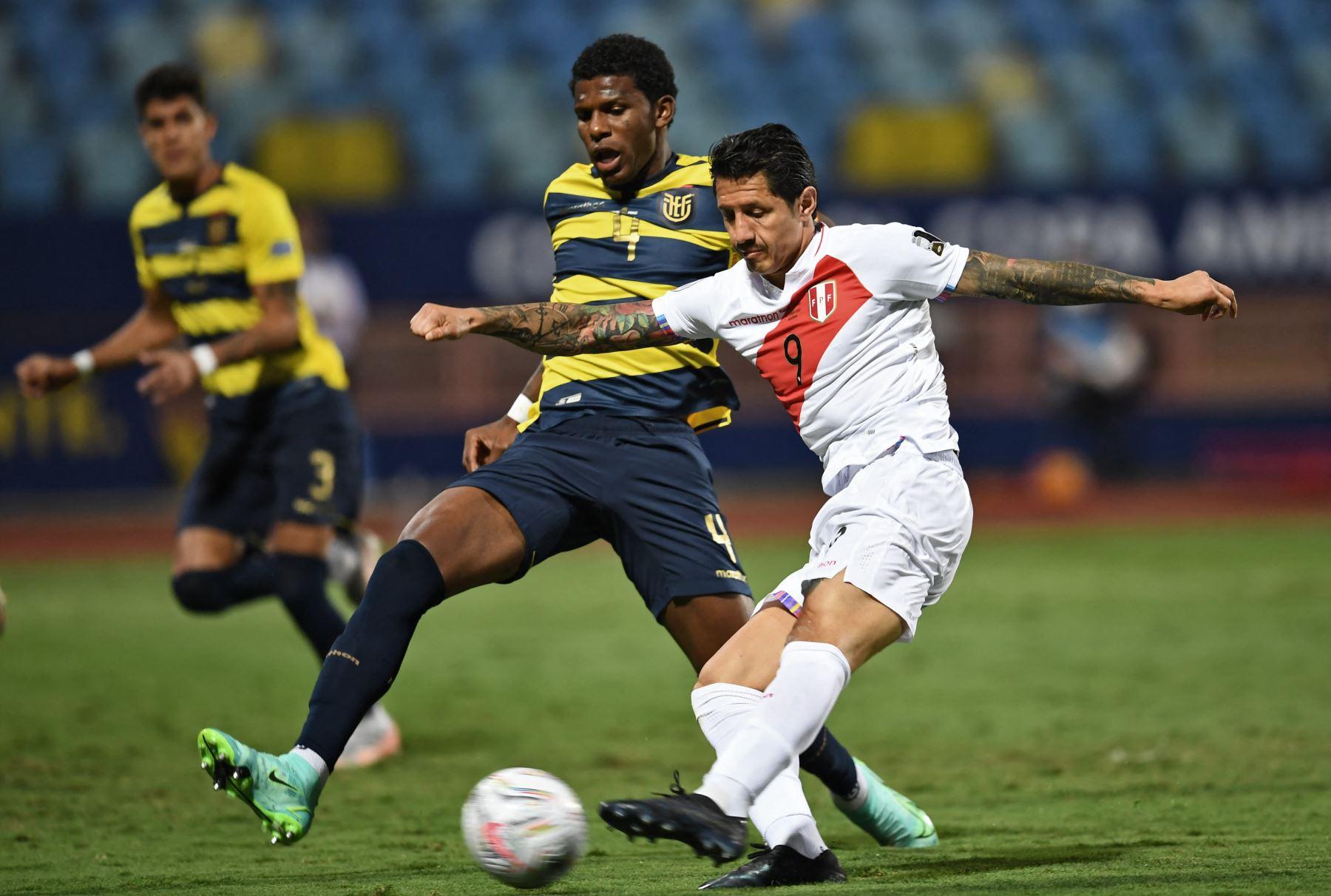 Gianluca Lapadula fue elegido el mejor jugador del partido Perú-Ecuador