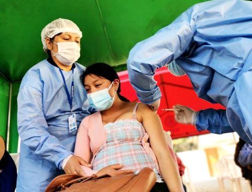 Cajamarca inicia vacunación contra la covid-19 a 4,000 mujeres gestantes. ANDINA/Difusión