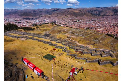Escenificación del Inti Raymi por el Día del Cusco y el Bicentenario del Perú