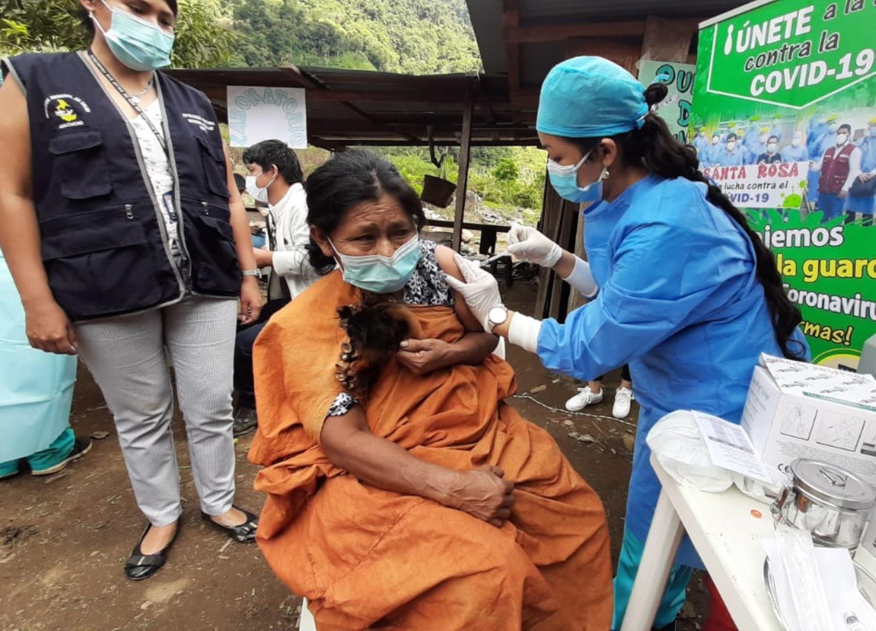 Ayacucho inicia vacunación contra la covid-19 en comunidades indígenas asentadas en el ámbito del Vraem.
