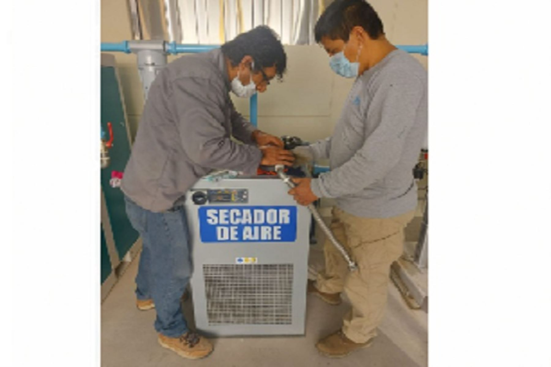 La planta de oxígeno medicinal del referido hospital tiene una capacidad de producción de 24 metros cúbicos por hora, que desde hoy distribuirá diariamente un promedio de 44 balones de 10 m3 cada uno.