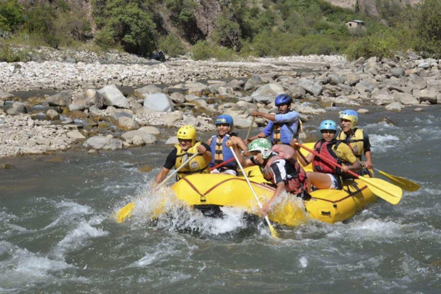 El canotaje es uno de los deportes de aventura que se puede practicar en la provincia de Oxapampa, en Pasco. ANDINA/Archivo