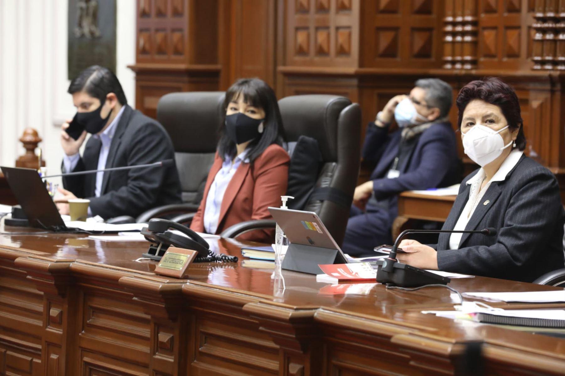 Congreso reprograma pleno para las 10:00 horas por elección de magistrados del TC
