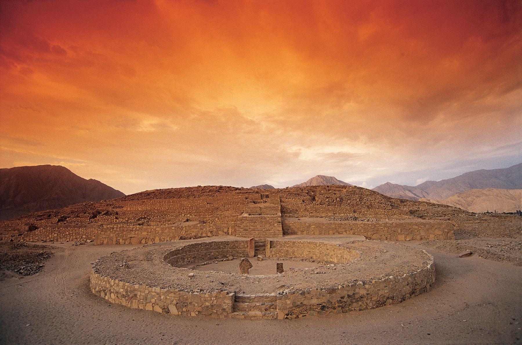 La Ciudad Sagrada de Caral, ubicada en la provincia limeña de Barranca, recibió el sello internacional Safe Travels que lo reconoce como destino turístico seguro ante la covid-19.  ANDINA/Difusión