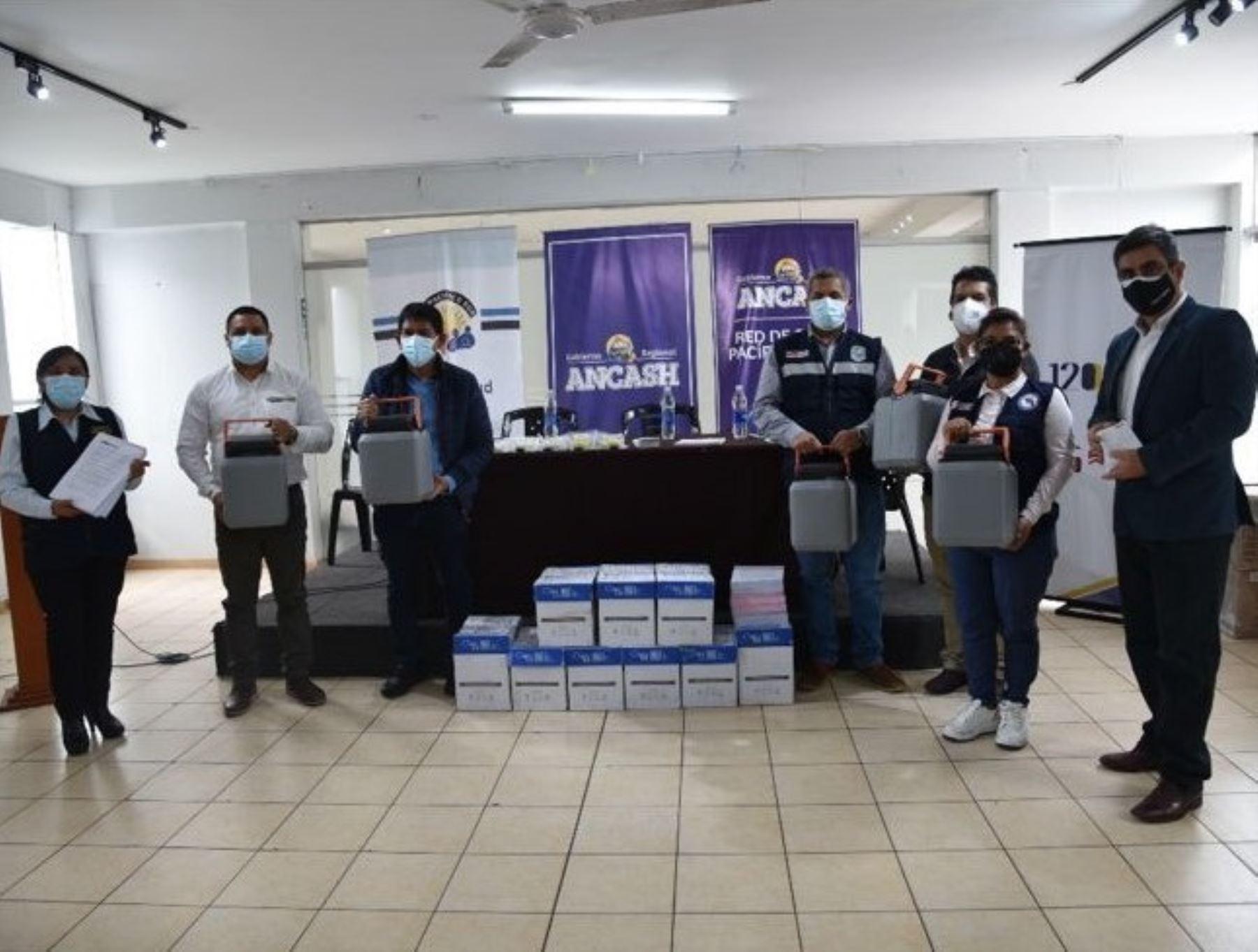 Donan equipos e implementos para potenciar el proceso de vacunación en la ciudad de Chimbote, región Áncash.