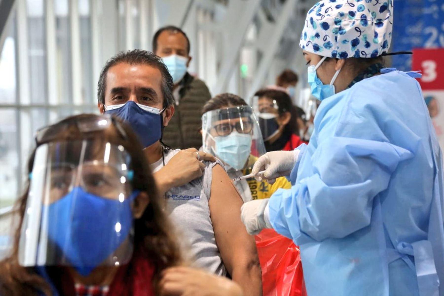 ¡Vacunatón! Hoy continúa hasta las 7 pm en 21 vacuatorios habilitados en Lima y Callao