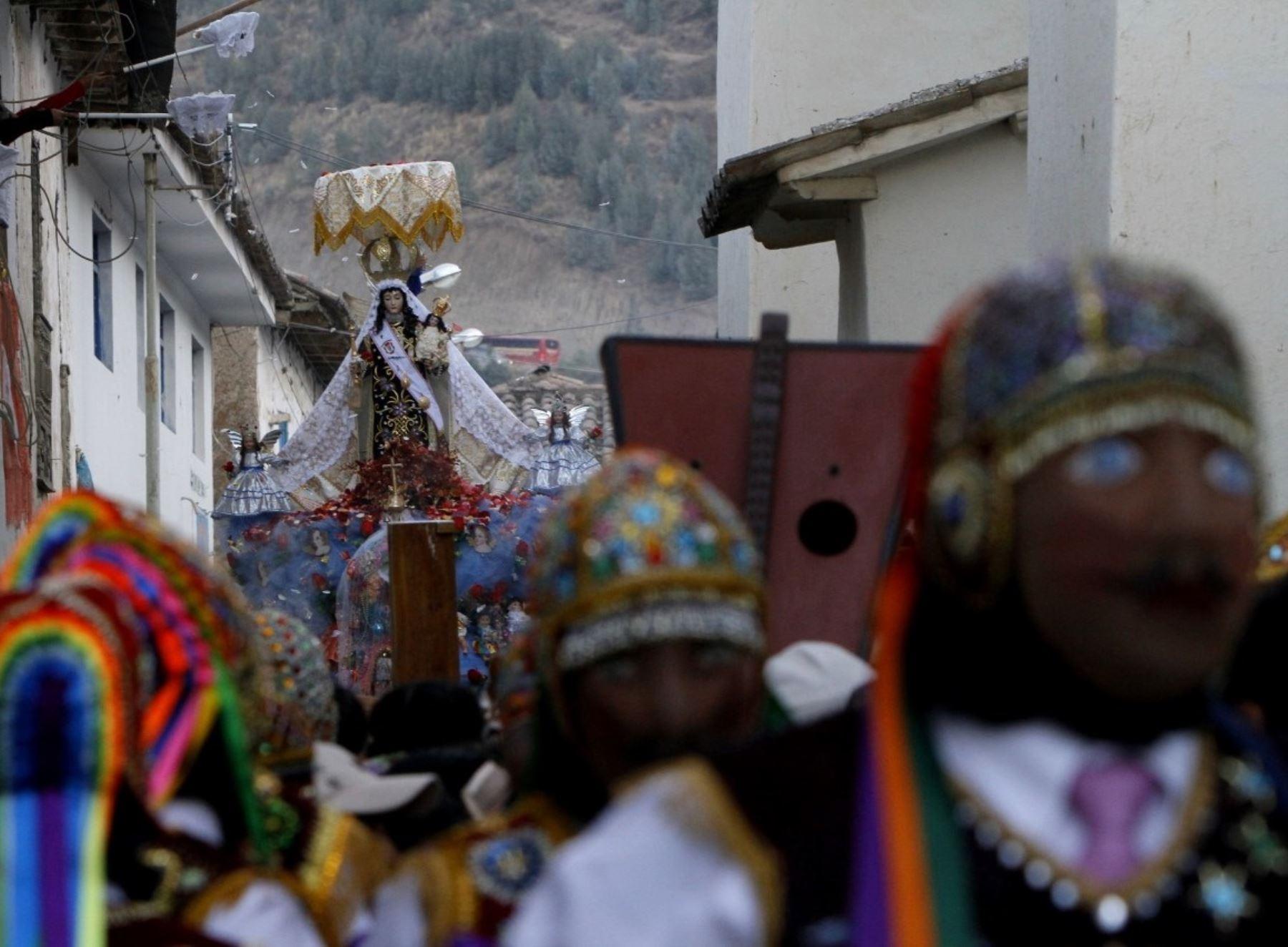 Cusco suspende tradicional festividad de la Virgen del Carmen de Paucartambo para evitar la propagación de la pandemia de covid-19.