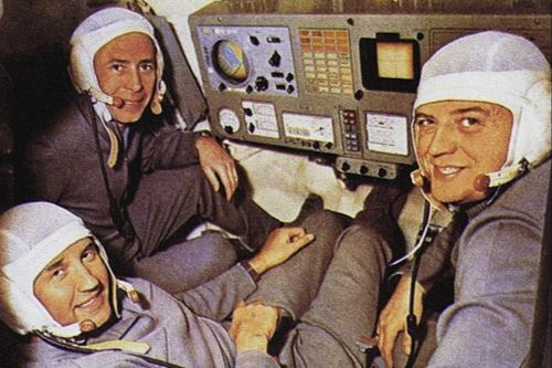 Hace medio siglo, la Soyuz 11 viajó el espacio para consumar una hazaña. Tripulada por los cosmonautas Vladislav Vólkov, Gueorgui Dobrovolski y Viktor Patsáyev, tenía como misión acoplar la nave a la primera estación espacial de la historia, la Salyut 1. Foto: Infobae
