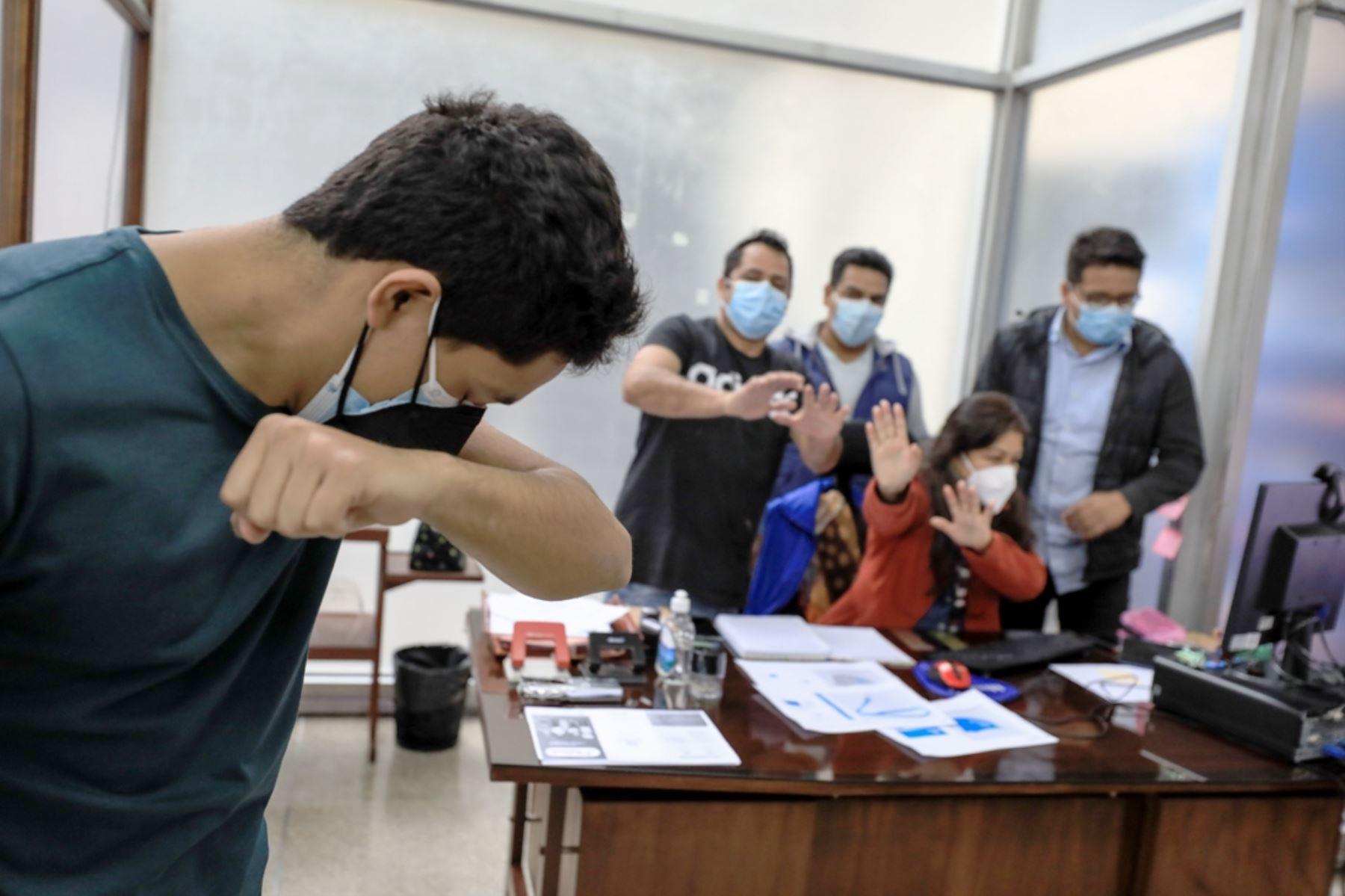 ¡Cuidado! Espacios cerrados propician proliferación del virus de la gripe o del covid-19. Foto: ANDINA/Difusión.
