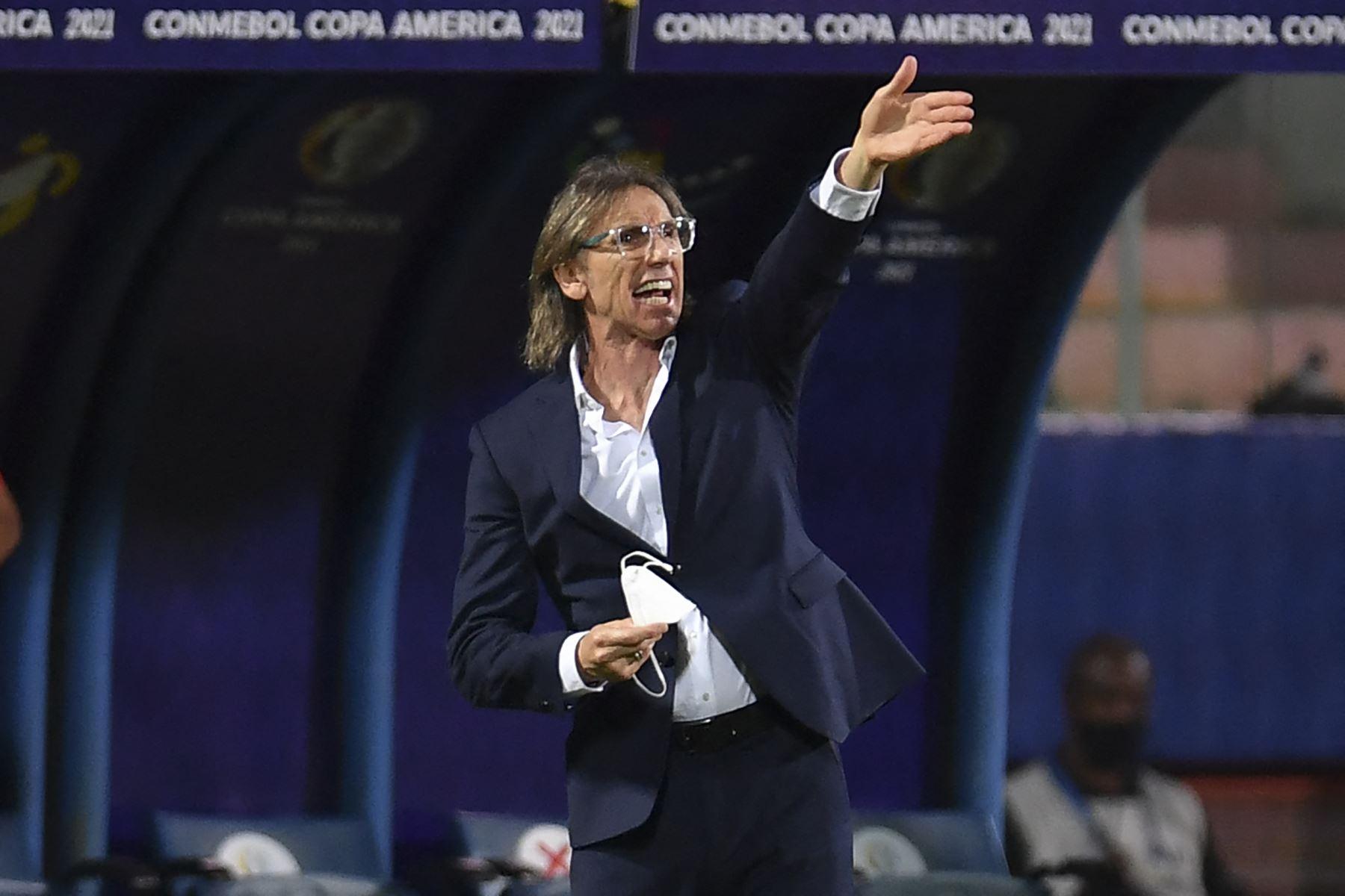 Gareca: Los árbitros están para calmar a los jugadores, no para agredirlos