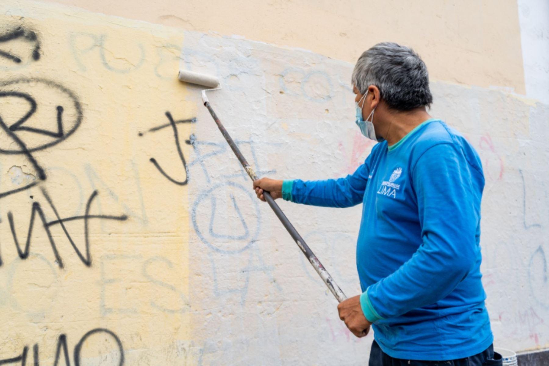 Cercado: Municipalidad de Lima elimina grafitis y publicidad no autorizada