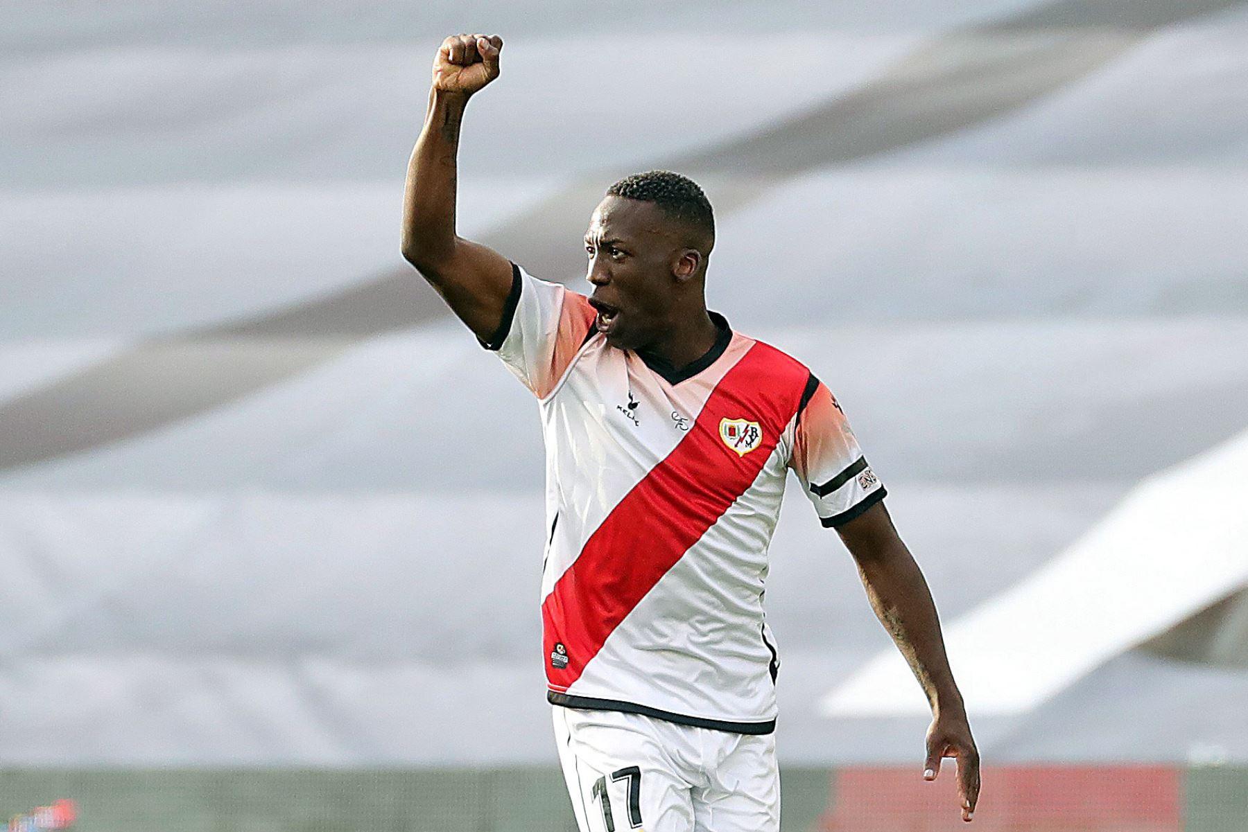 Luis Advíncula a la espera que se resuelva su pase al Boca Juniors en breve