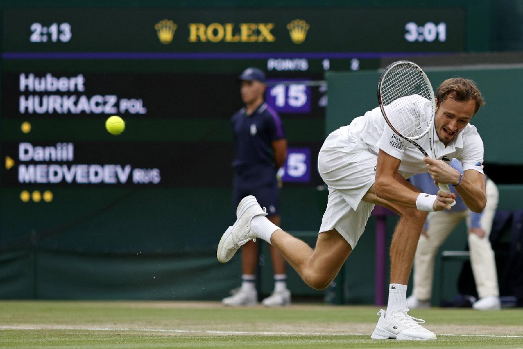Medvedev, número dos mundial, cae en octavos de Wimbledon ante Hurkacz