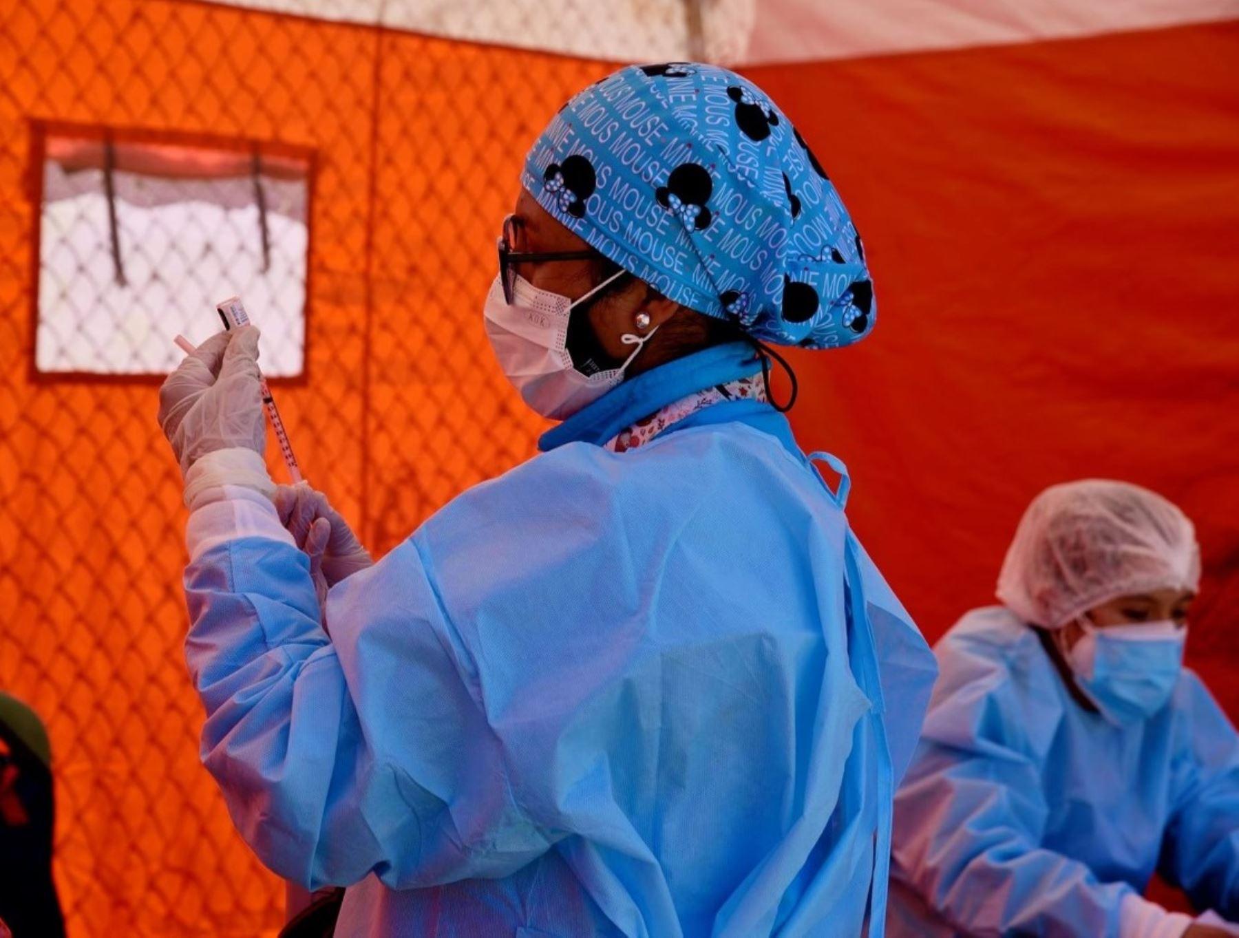 Dirección Regional de Salud de Áncash investiga la vacunación irregular a personas mayores de 50 años en distrito de Nuevo Chimbote, provincia del Santa.