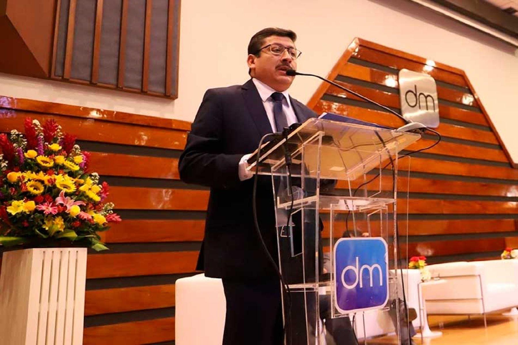 Derrama Magisterial rinde homenaje a los maestros del Perú por su sacrificada labor