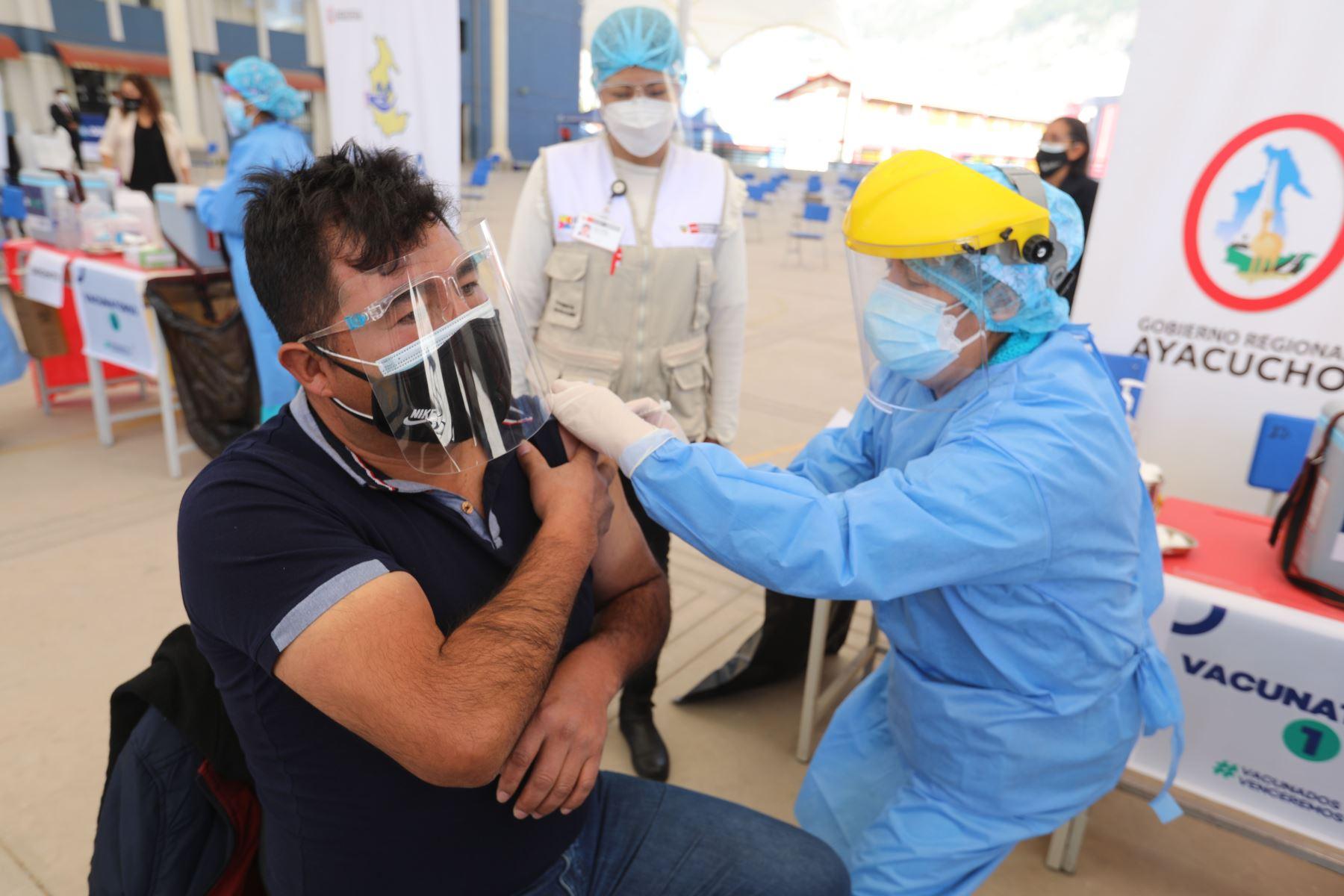"""La región Ayacucho lidera el """"ranking"""" de vacunación nacional con un total de 84 % de su población inoculada. Foto: ANDINA/Gore Ayacucho"""