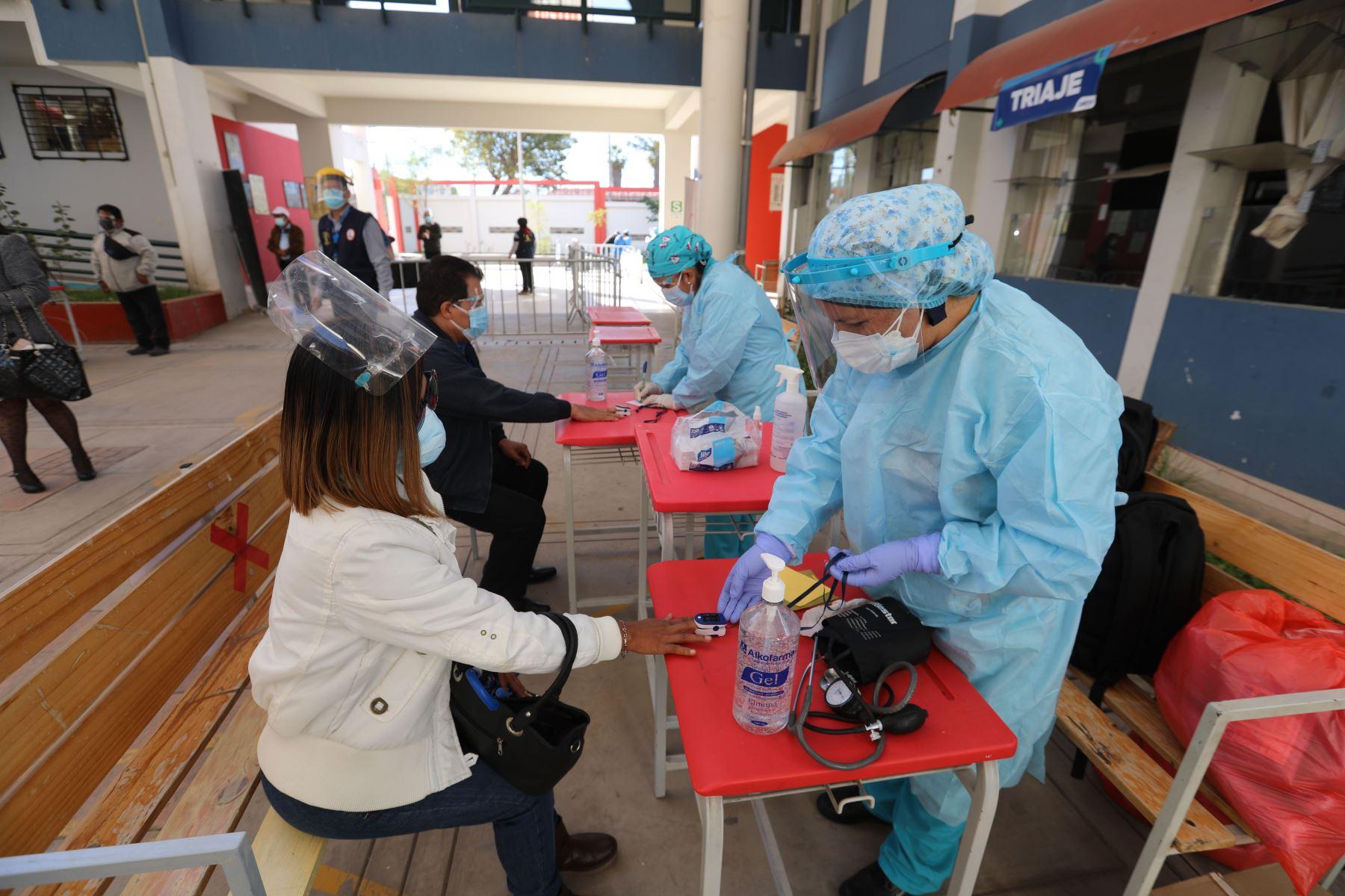 La vacunación contra la covid-19 permitirá asegurar el retorno gradual y seguro a las clases presenciales. Foto: ANDINA/Difusión