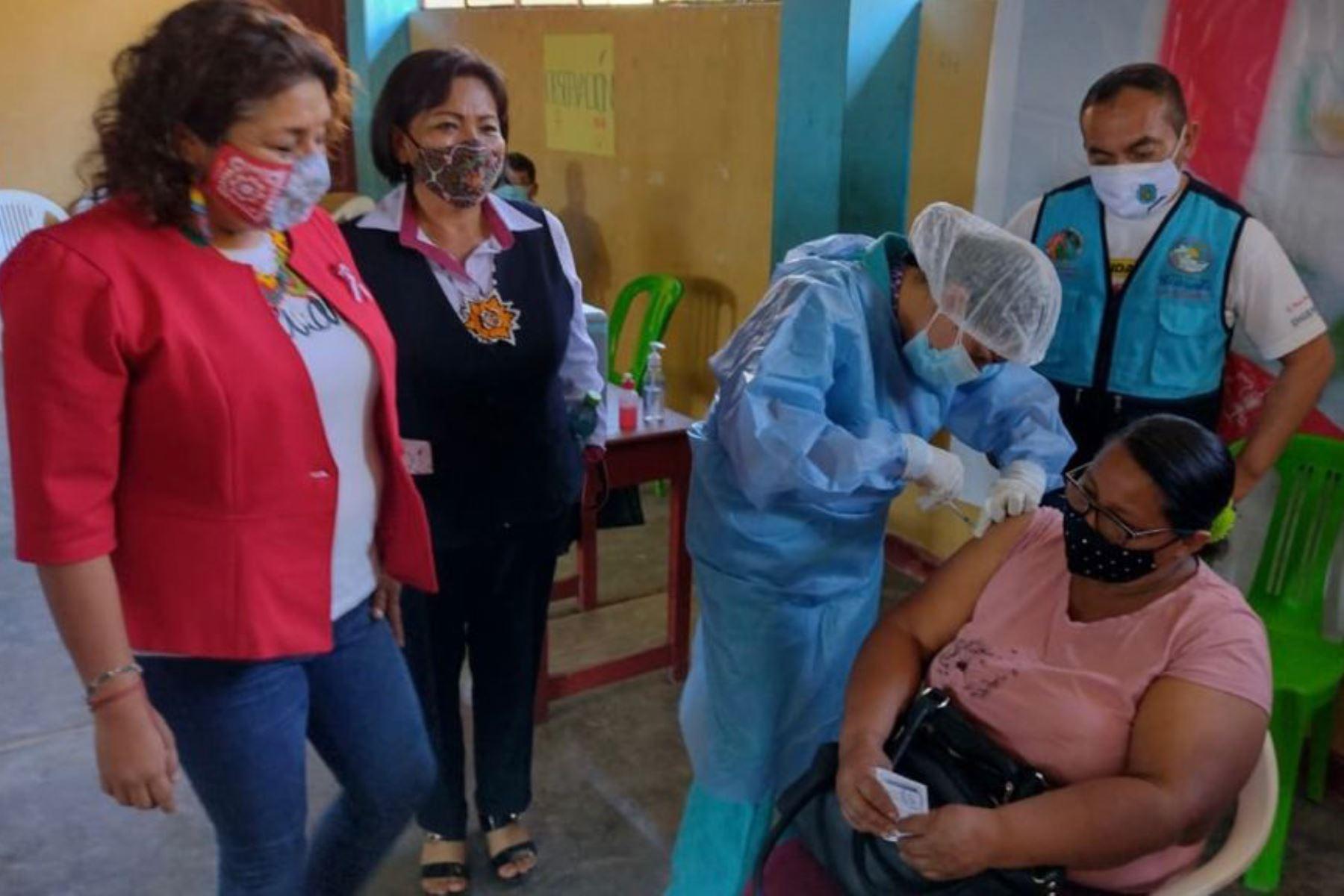 Más de 4,000 docentes rurales serán protegidos contra covid-19 en Ucayali