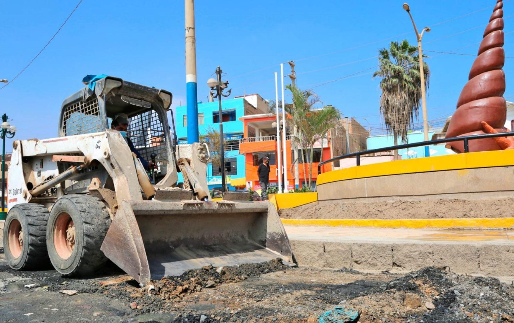 El Gobierno Regional de Lima ejecuta obras de mantenimiento vial en el puerto de Huacho, en la provincia de Huaura.