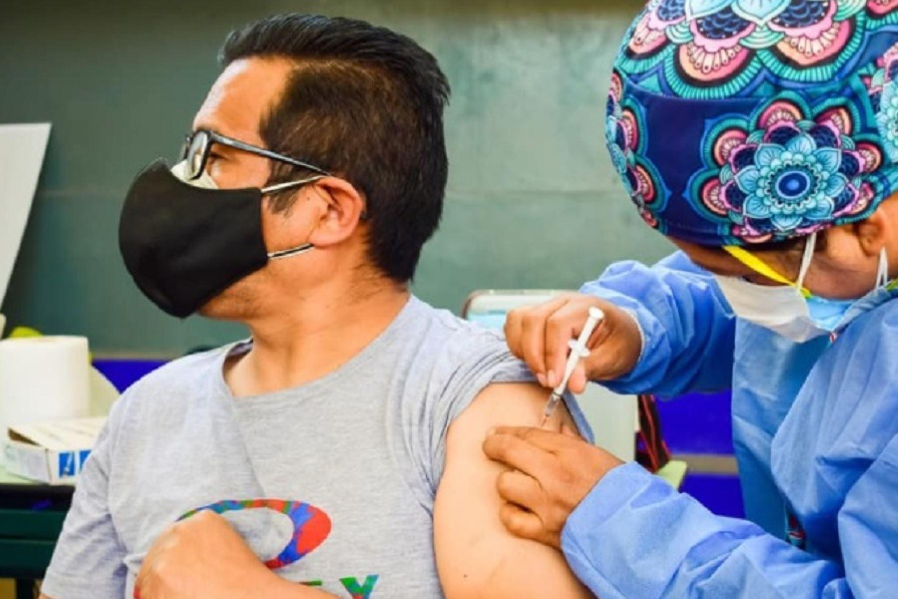 Covid-19: más del 87% de docentes ya recibió la segunda dosis de la vacuna