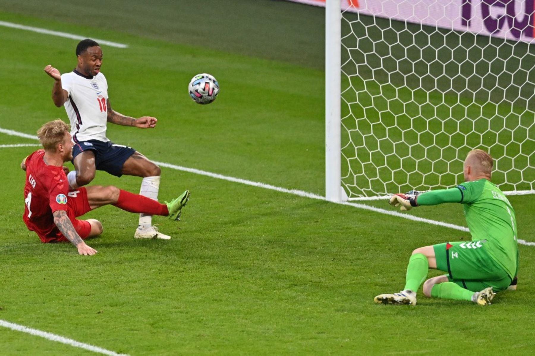 Al término del primer tiempo,  Dinamarca empata 1-1 con Inglaterra en Wembley