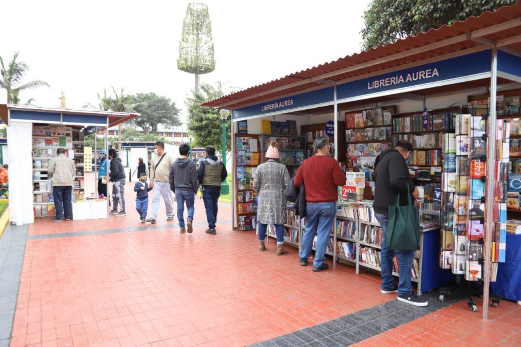 Feria del Libro de Magdalena culminó con 14 mil visitantes