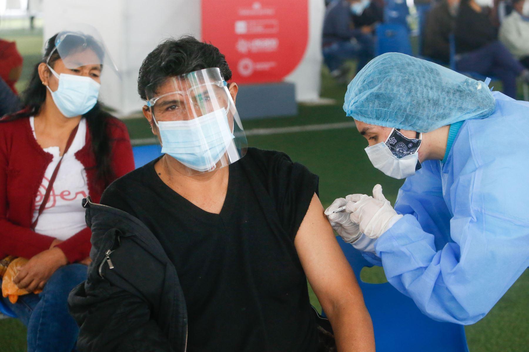 En Perú 3 millones 556,049 personas ya completaron su esquema de vacunación con dos dosis y tienen una protección superior al 80 % contra el nuevo coronavirus. Foto: ANDINA/Minsa.