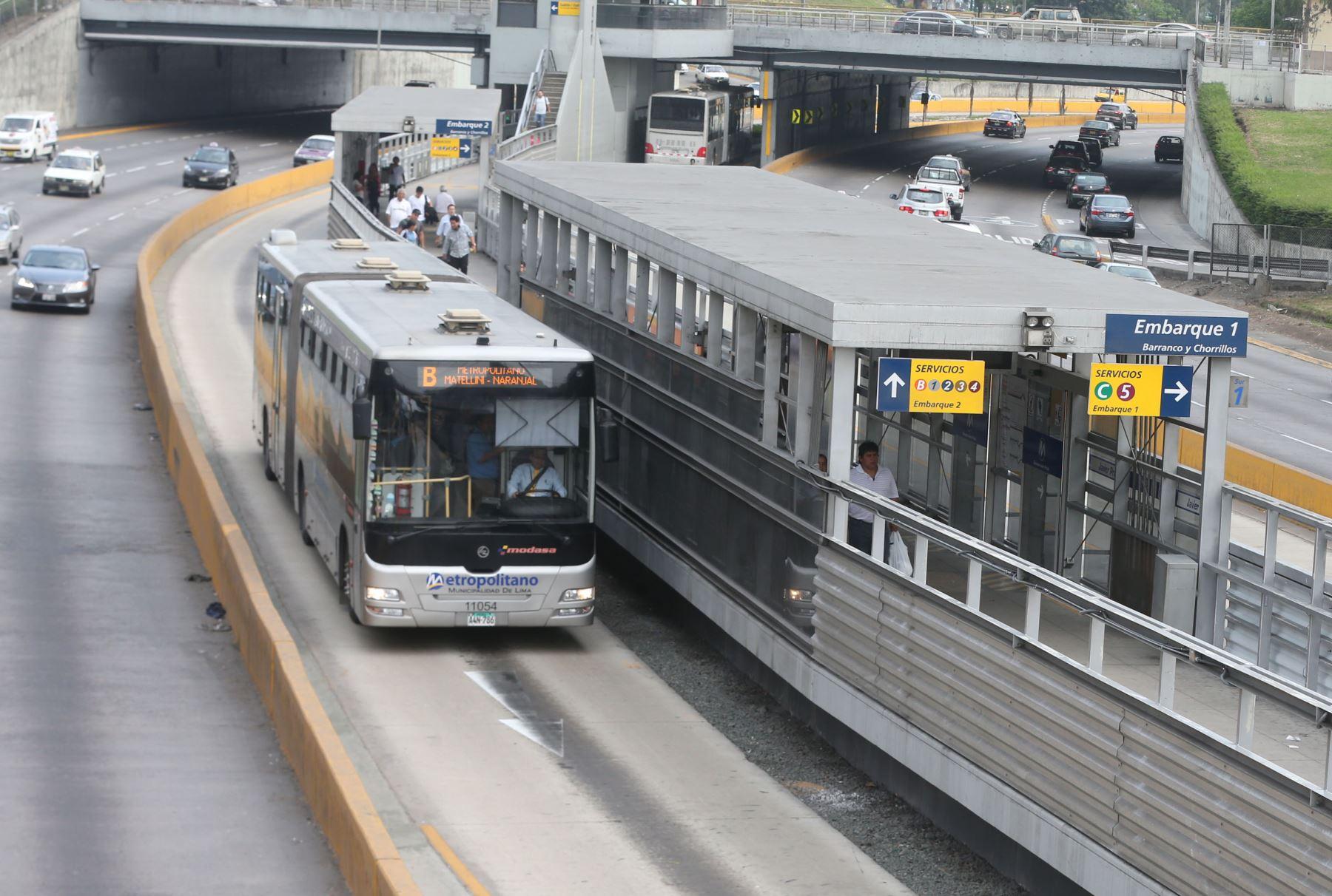 Bus del Metropolitano en la Vía Expresa (imagen referencial). Foto: ANDINA/difusión.