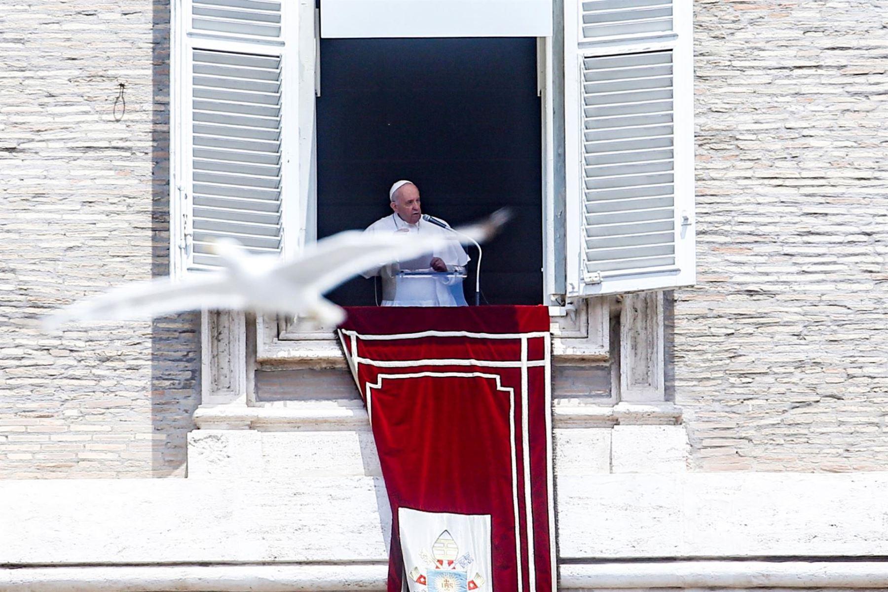 """El Papa evoluciona bien y todas las pruebas \""""han resultado negativas\"""""""