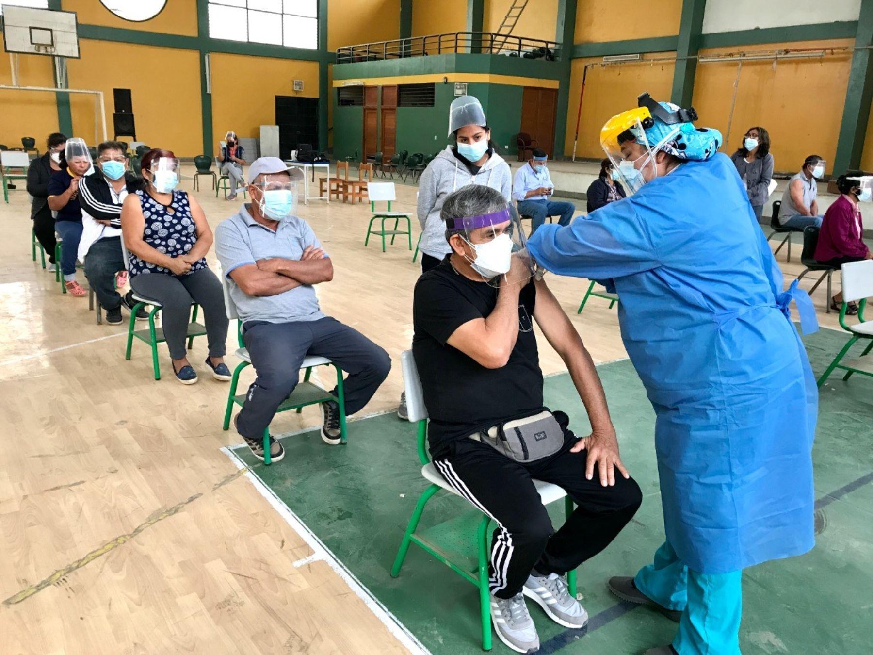 Lambayeque avanza en la vacunación contra la covid-19 a personas mayores de 57 años