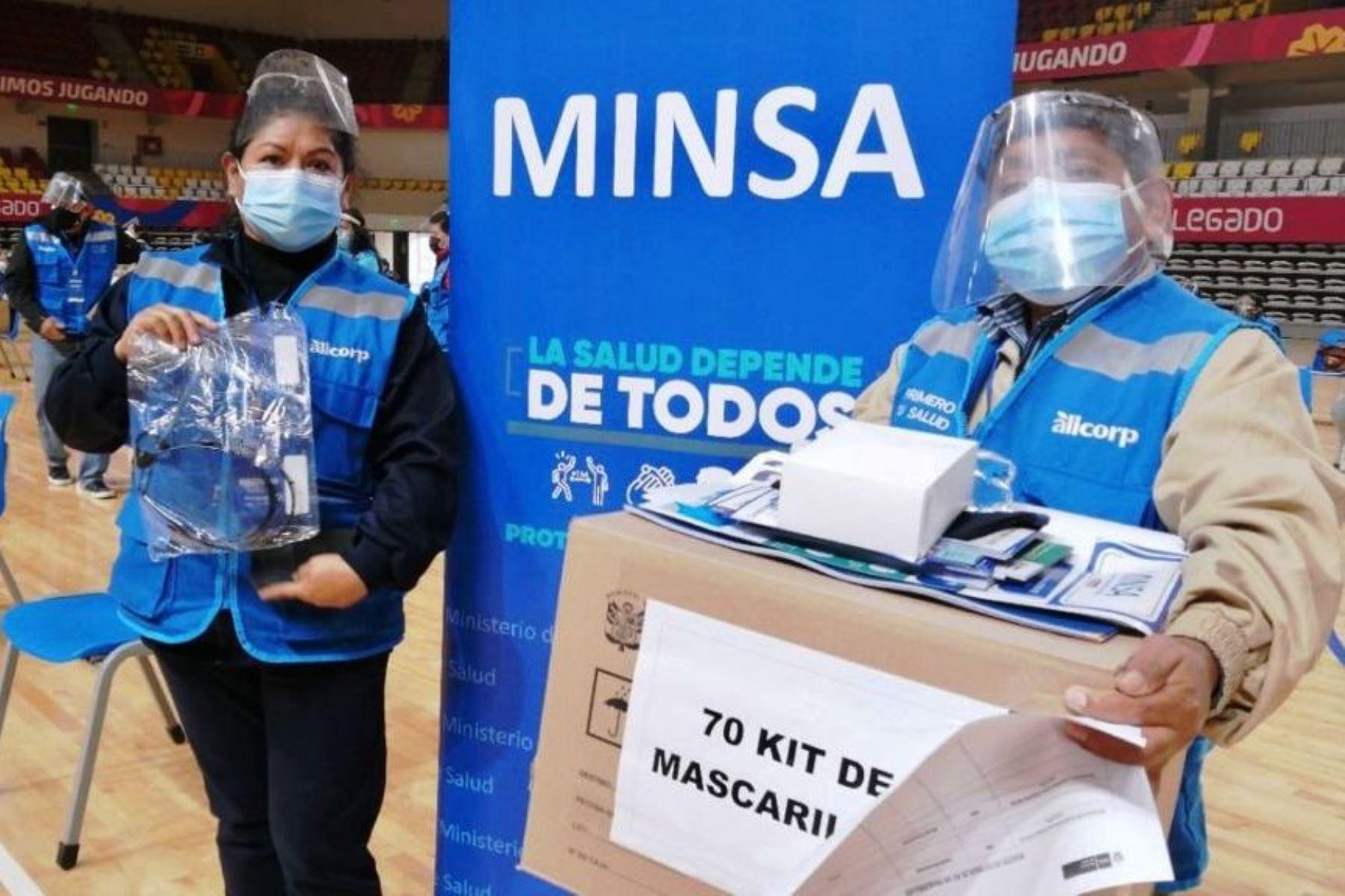 Covid-19: Minsa entrega 5,000 kits de mascarillas a comités comunitarios de Lima Sur