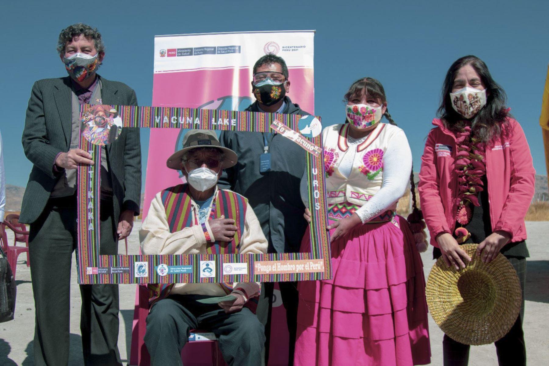 Ciudadanos del pueblo Uro, región Puno, recibieron primera dosis de la vacuna contra la covid-19. ANDINA/Difusión