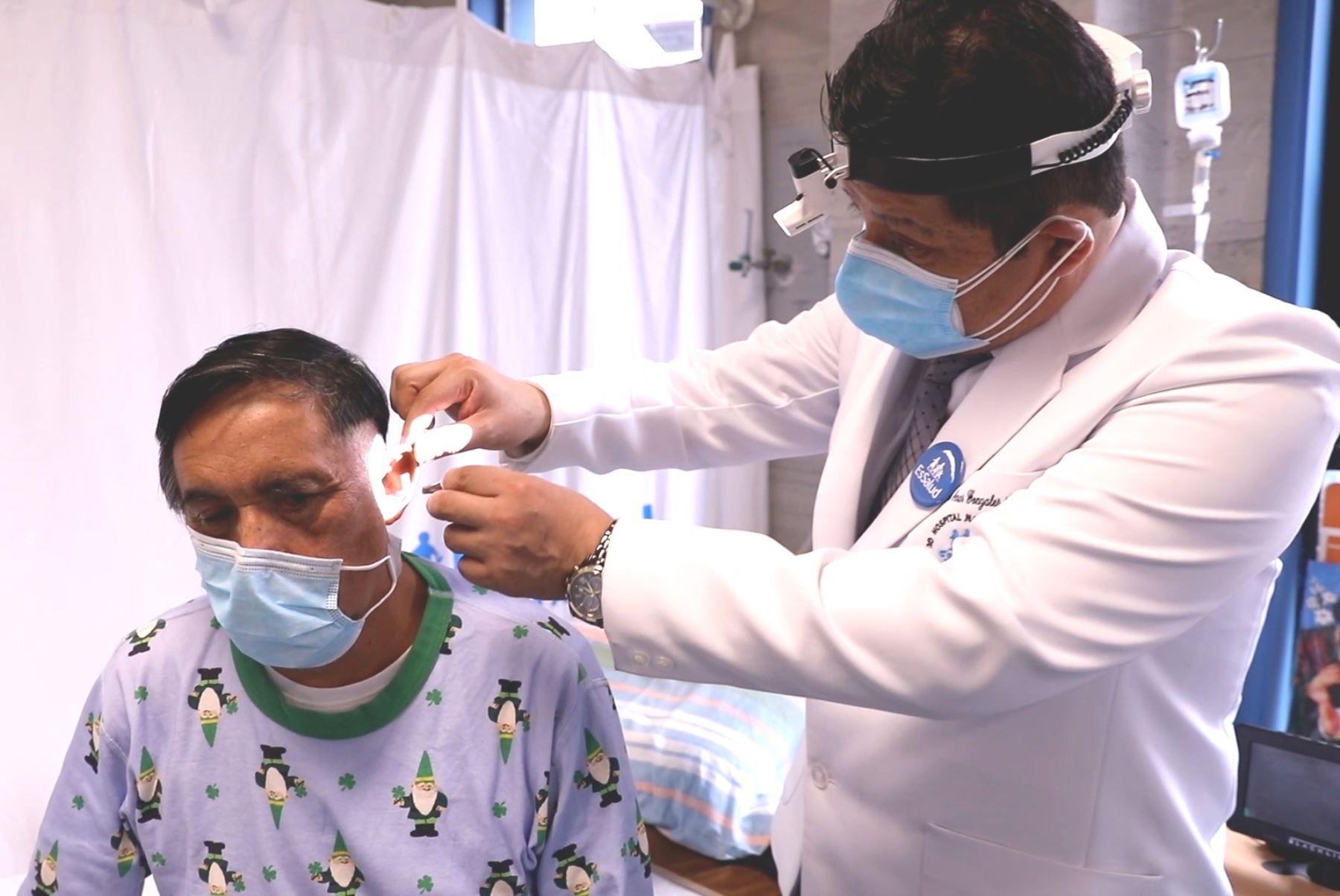Almenara: novedoso procedimiento quirúrgico salva vida de paciente con tumor en el oído