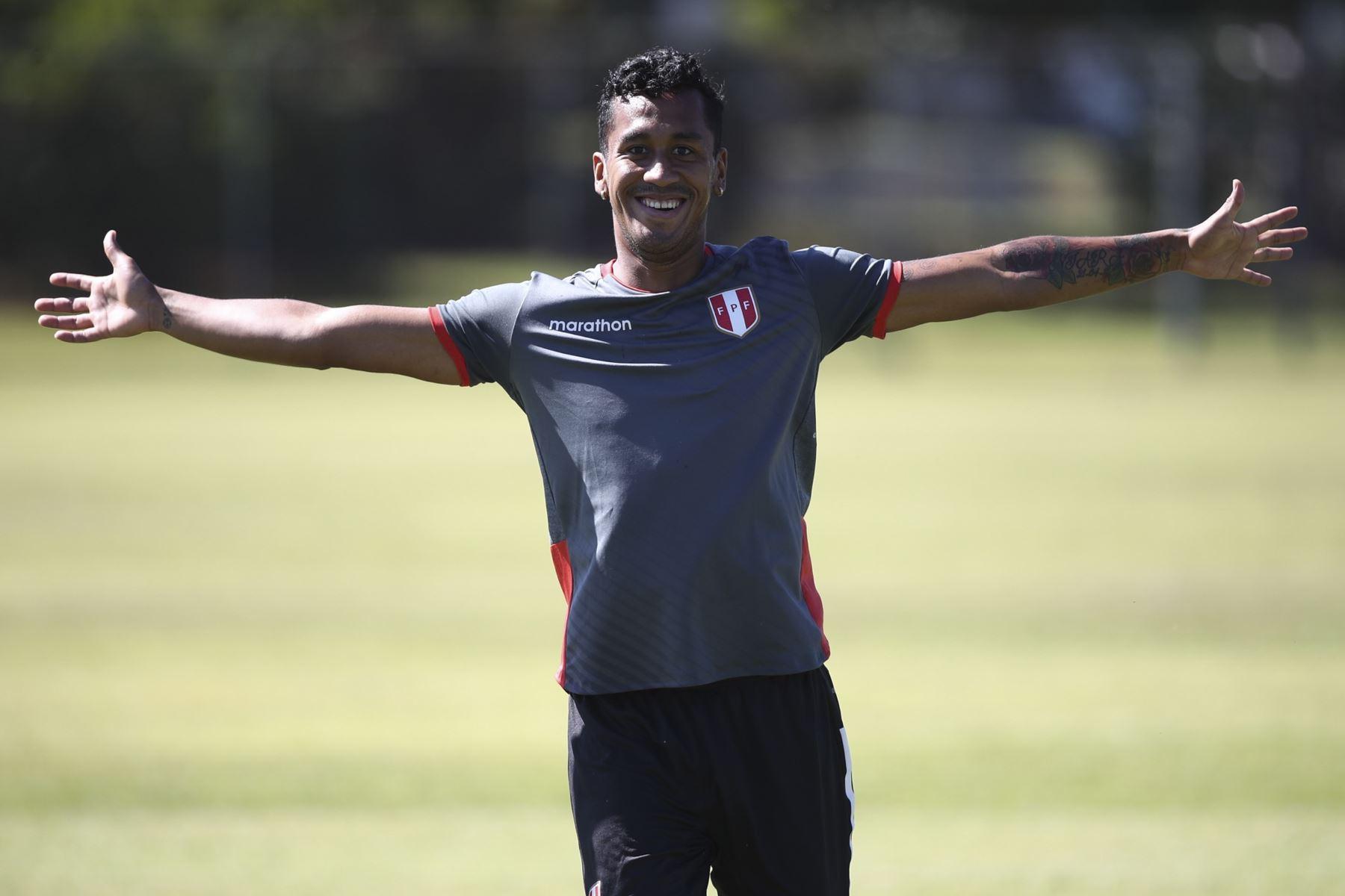 Renato Tapia salió lesionado y causa preocupación en la selección peruana