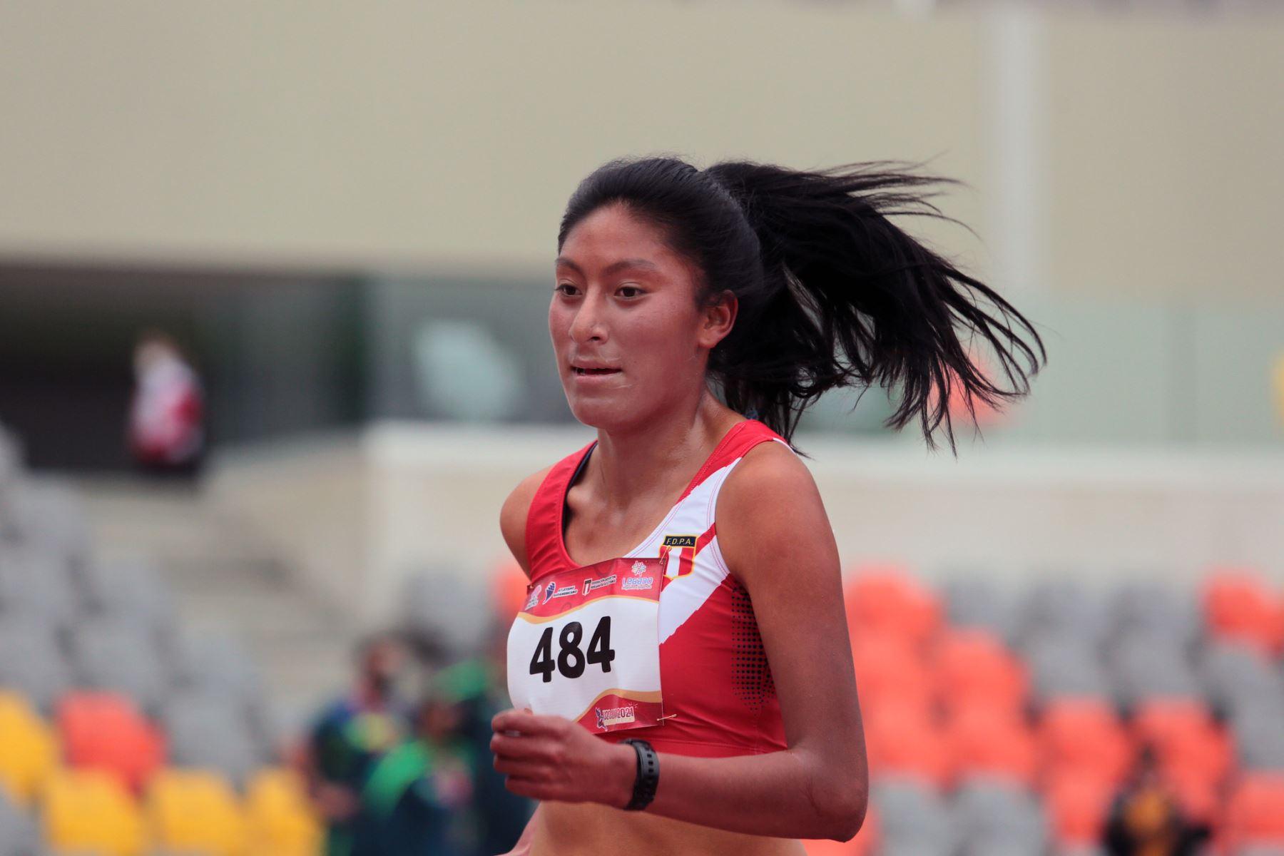 Atleta Sofía Mamani vuelve a brillar y gana la medalla de plata en Sudamericano U20