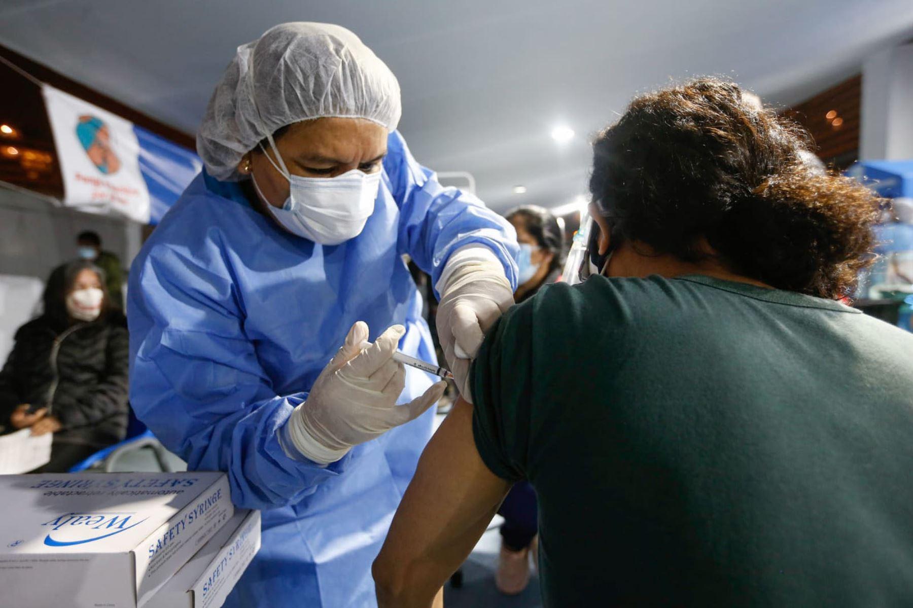 Covid-19: Minsa ya aplicó más de 111,000 dosis en primer Vacunatón en Lima y Callao