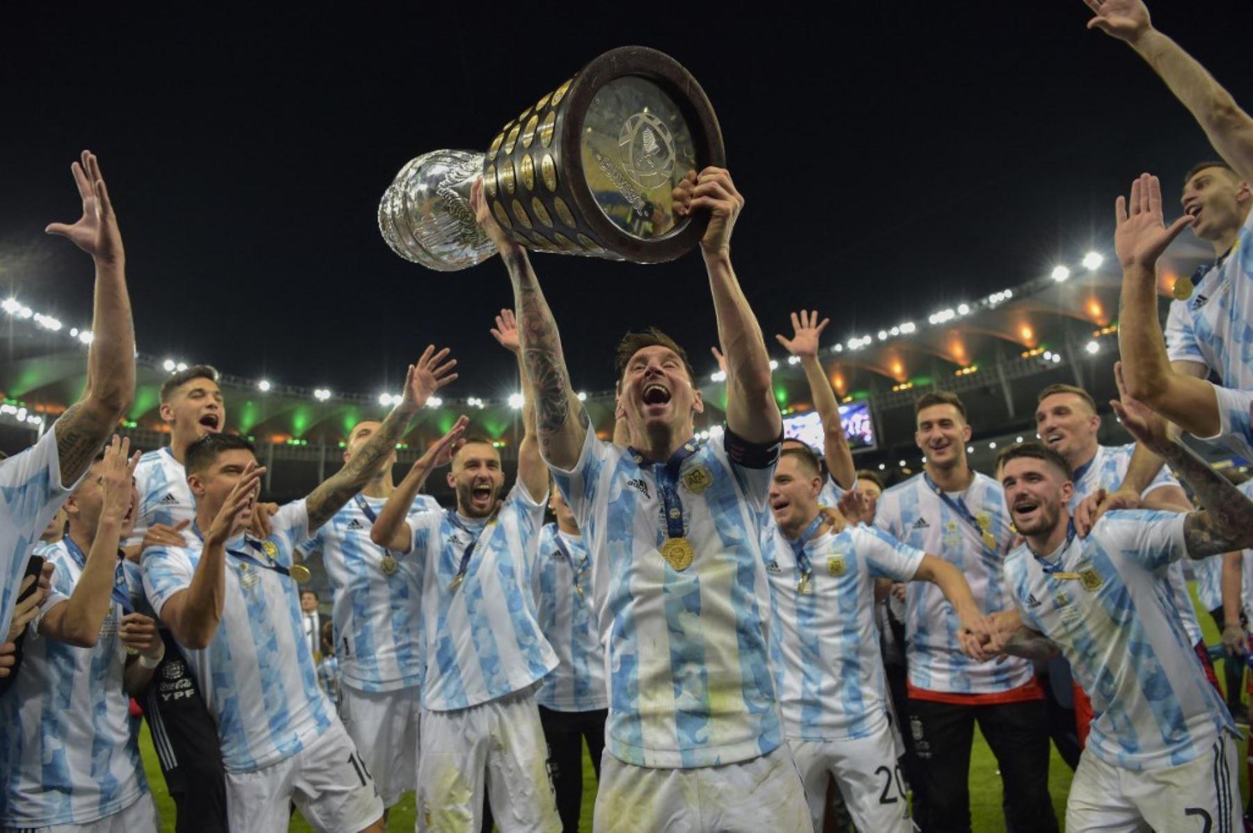 """El \""""maracanazo argentino\"""" copa las portadas de los diarios del país de Messi"""