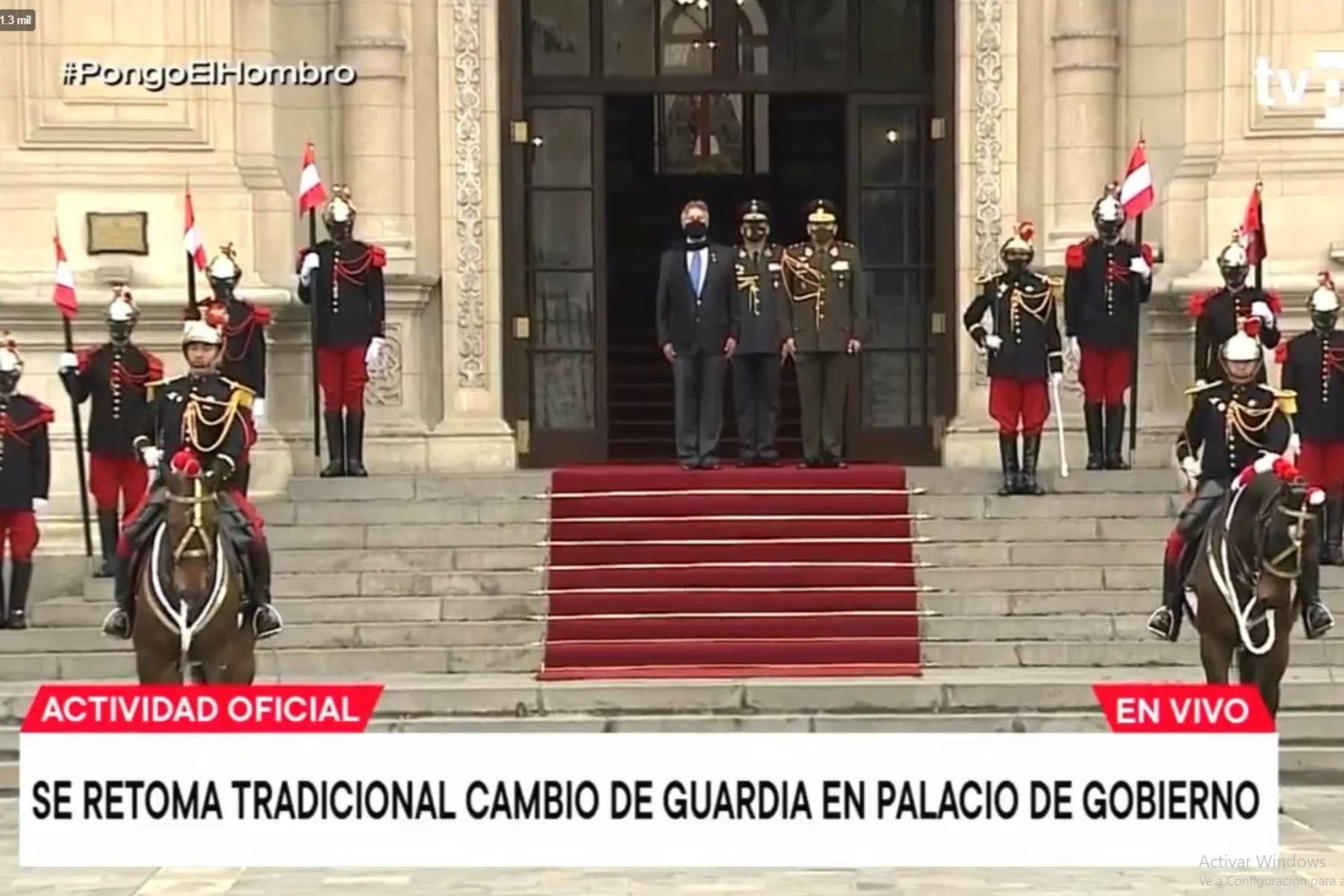 Presidente Sagasti encabeza ceremonia de cambio de guardia en Palacio de Gobierno