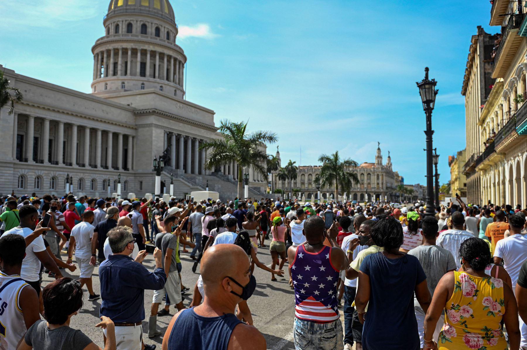 Reportan saqueos en tiendas de divisas en medio de la protesta en Cuba