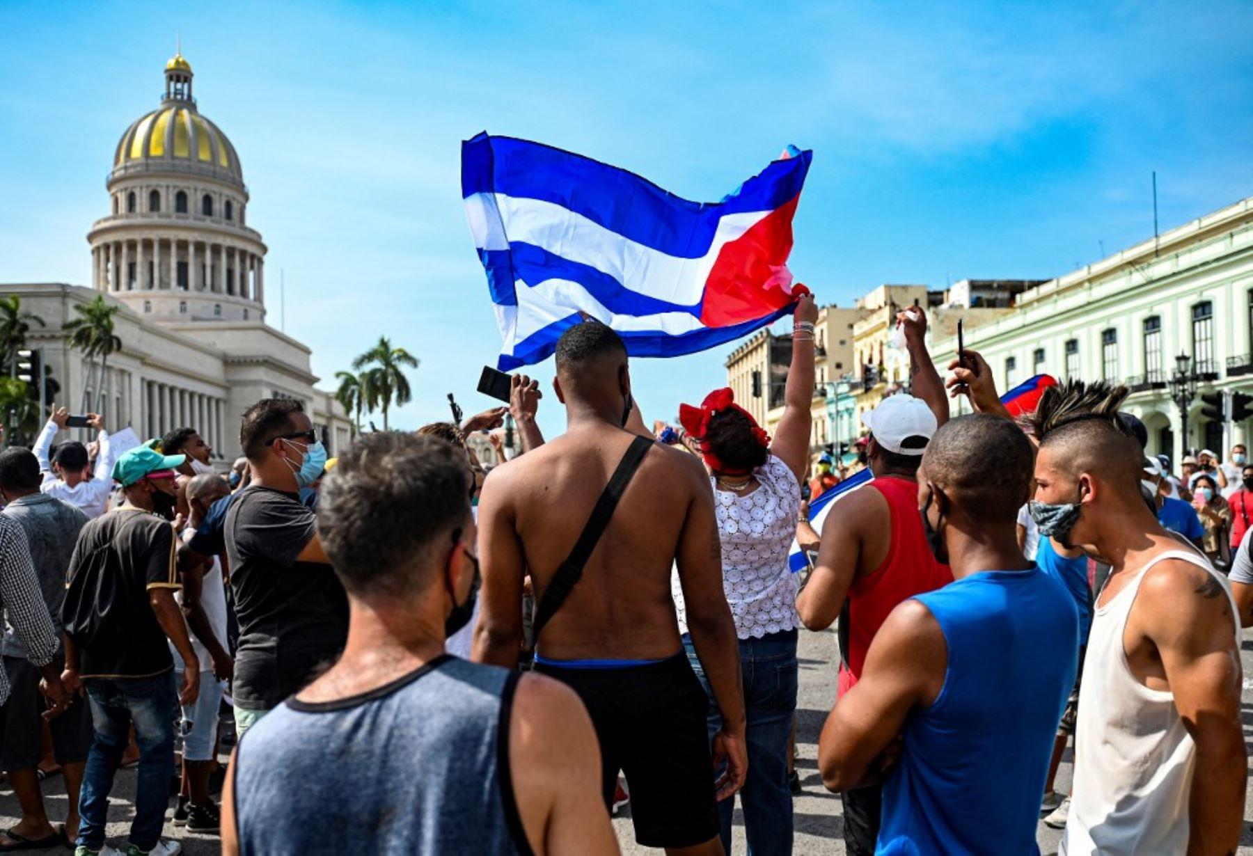 Piden a Biden no negociar con Cuba y restablecer internet a los cubanos