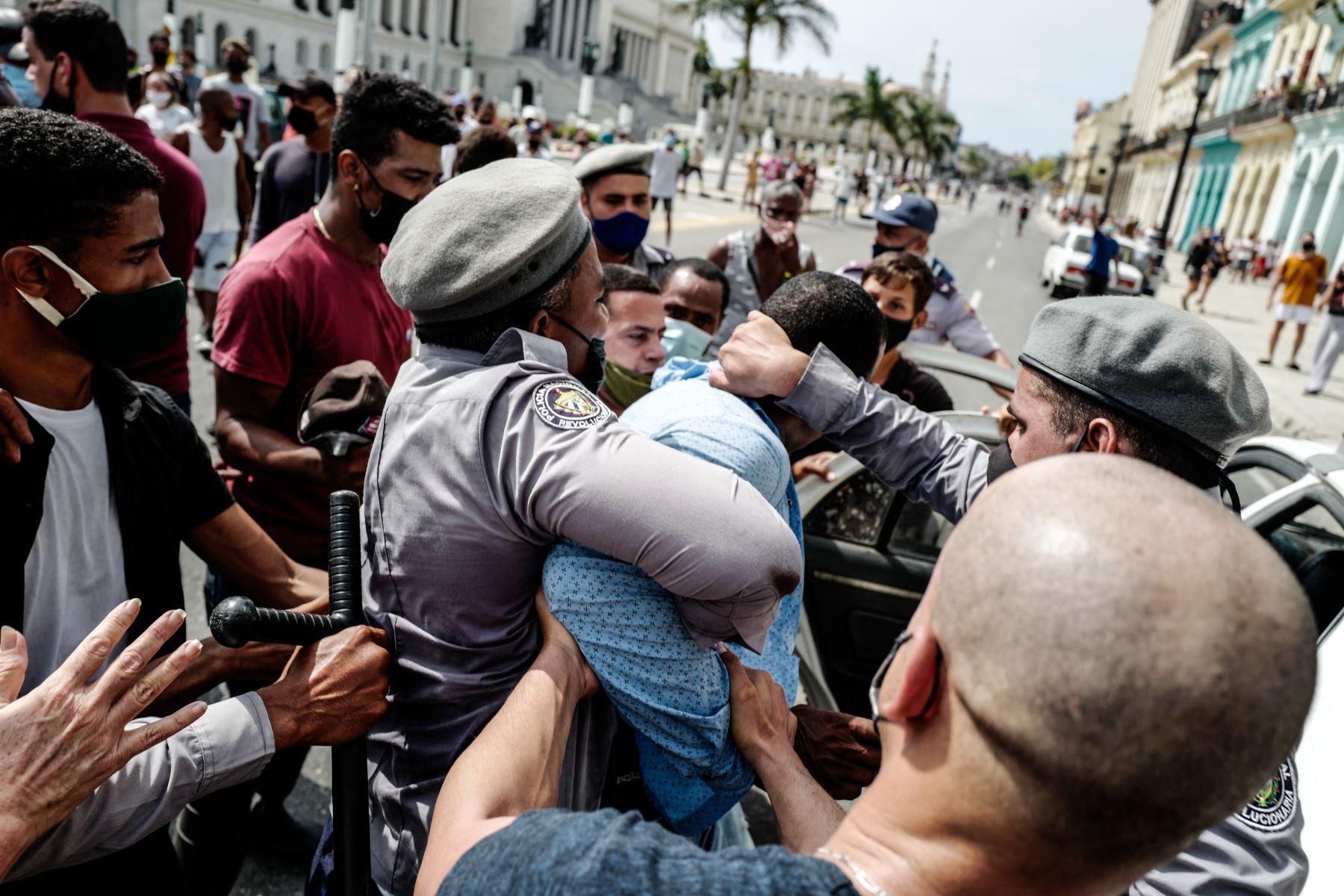 Redes sociales y plataformas de mensajería sufren cortes en Cuba